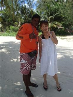○○さんとパシャリ。マニャガハ島へ行くならこの人に頼むと良いですよ。奥さんが日本人なのできめ細やかです♪