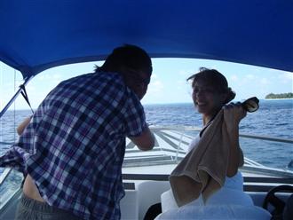 海風、乱暴運転、最高にエキサイティングです。叫びながらマニャガハ島までたったの5分!!!