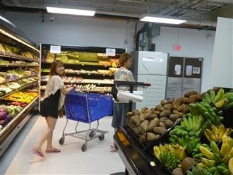 朝起きて食糧ドリンクの買い出しにスーパーへ。いろんなものが売っていてかなり楽しいですよ~