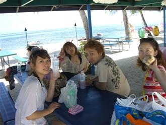 そして海へ。グランドホテルのプライベートビーチでのんびり。