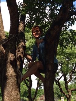 こちらは動物的要素満載の「どや顔!」この後、見事に木から落っこちました。あまりにも激しく落ちたので、写真が撮れず,,,
