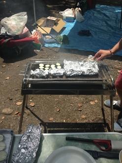 焼き一発目はエリンギ、えのきバターとズッキーニだーー