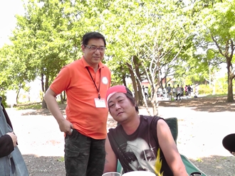 公園のおじさんです。ちゃんぽんを持ってきてくれました。