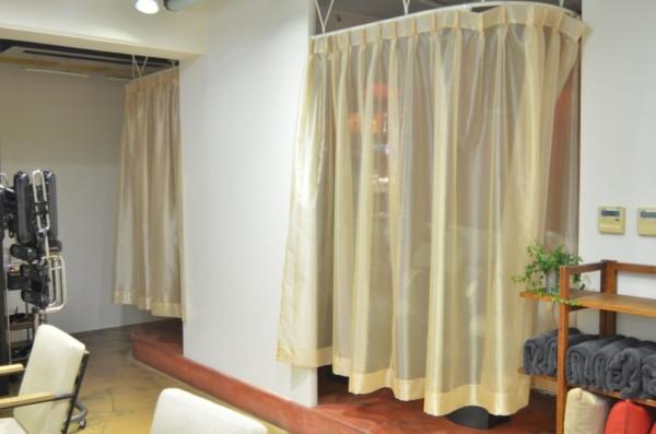 シャンプースペースにカーテンがつきました。